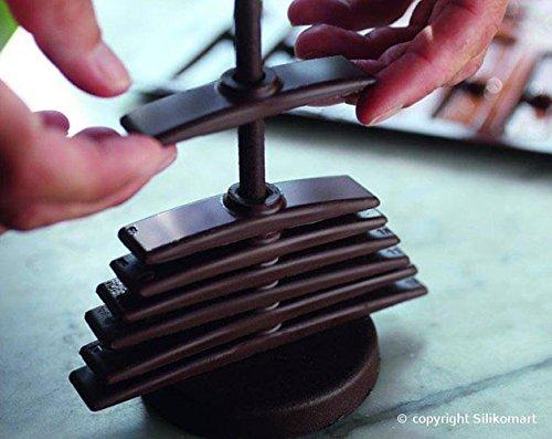 Montage du sapin de noël en chocolat après démoulage
